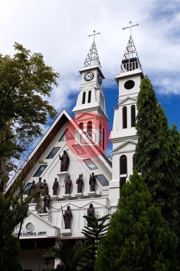 Gereja-katedral-ambon-pikenik