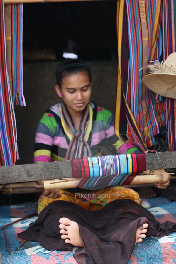 Penenun Desa Sade, Lombok
